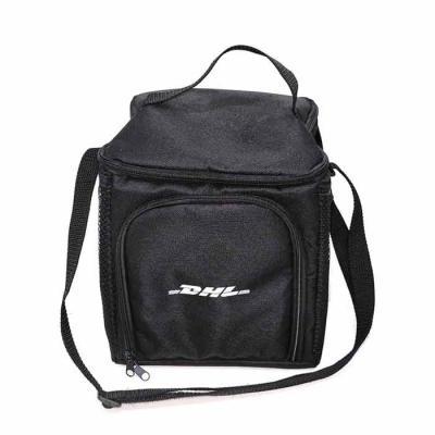 Brand Brindes Produtos Personalizados - Bolsa Térmica 11 litros em Poliéster 600 com alça de ombro, 2 bolsos de tela e 1 bolso frontal Descrição: 1 compartimento fechamento zíper Acabamento:...