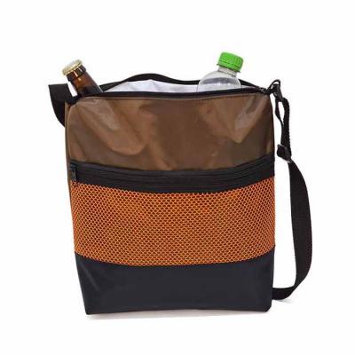 Brand Brindes Produtos Personalizados - Bolsa Térmica 5 litros em  Nylon 70 Plastificado, bolso frontal de tela e compartimento principal com zíper.  Acabamento: 1 bolso de tela frontal fech...