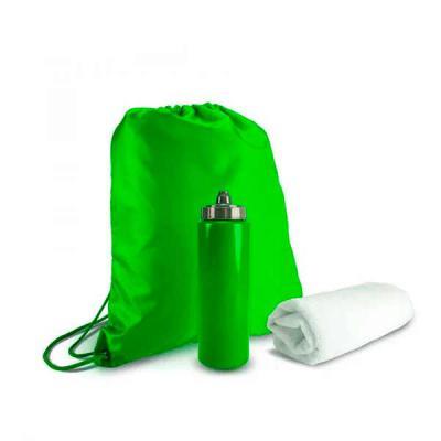Brand Brindes Produtos Personalizados - Kit esportivo 3 peças com mochila saco de nylon, squeeze plástico 950ml com tampa rosqueável e tolha inteiramente branca confeccionada em poliéster e...