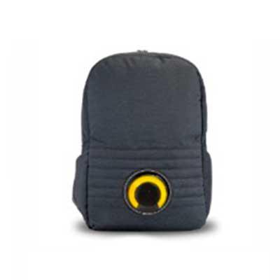 Brand Brindes Produtos Personalizados - Mochila em poliéster com compartimento para notebook. Ela possui uma caixa de som com Led de 3 Watts acoplada, a qual é destacável e varia de cor conf...