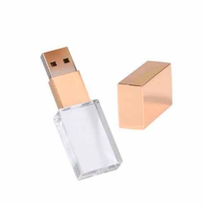 Brand Brindes Produtos Personalizados - Dourado fosco  Peso: 32 gramas.  Dimensões: 6,0 X 1,8 cm.  Materia prima: Vidro / Metal  Capacidade: 4GB; 8GB; 16GB