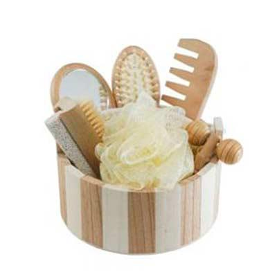 Crie Brindes Criativos - Kit banho de madeira com 7 peças personalizado. Possui: espelho, escova de cabelo, esponja de banho, bucha de banho, massageador, pente e escova com p...