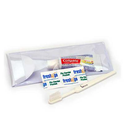 Envolve Promocional - Kit de higiene dental Estojo: pvc camurça Dimensões: 18 x 7 cm Peso: 90 gramas Tipo de gravação: silkscreen