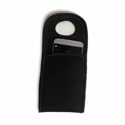 Ge Brindes - Suporte de celular para Tomada Neoprene -  * Interaja com nossas redes e receba descontos especiais*  O porta celular de tomada é um item ideal para a...