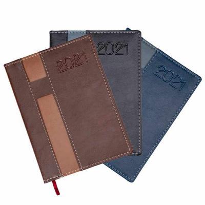 Primme Promocionais - Agenda diária 2021 de couro sintético com suporte para caneta. Contém fita de cetim marca página, dados pessoais, calendário de 2020 à 2022, mapa do B...