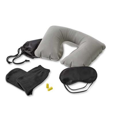 Outlet Promocional - Kit de viagem. Incluso almofada de pescoço, máscara para dormir, tampões para ouvidos (não é um equipamento de proteção individual) e 1 par de meias....