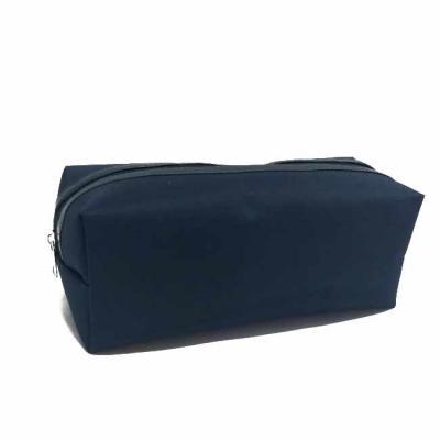S & S Bolsas - Necessaire luxo em nylon 420 plastificado com detalhe em material sintético Med.: 26x11x9 cm