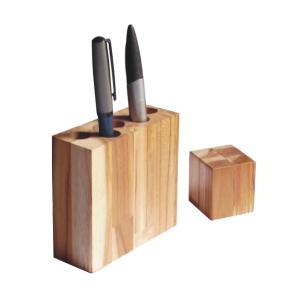 OZN Produz Presentes Corporativos - Porta canetas ecológico, produzido com madeira de reflorestamento.