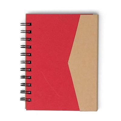 Imagem Promocional - Bloco de anotações ecológico com autoadesivos e suporte para caneta. Bloco de capa colorida com abertura lateral imantada, primeira folha com cinco bl...