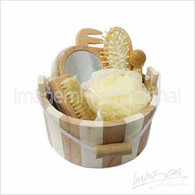 Imagem Promocional - Kit spa com 06 peças em balde de madeira.