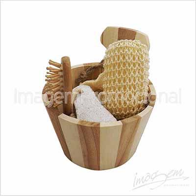 Imagem Promocional - Kit spa com 03 peças em balde de madeira.