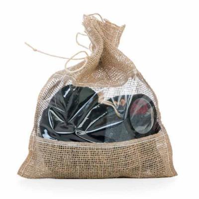 Imagem Promocional - Kit banho ecológico 4 peças, embalagem saco de Juta com visor plástico. Possui esponja para banho com alça, espelho de madeira, pedra pome com alça de...