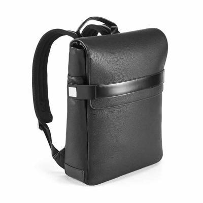 Imagem Promocional - A mochila EMPIRE é sofisticada, construída em polipele texturada de elevada qualidade. O compartimento principal é composto por 2 divisórias almofadad...