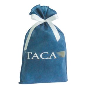 galeon-brindes-e-embalagens-promocionais - Saco personalizado em TNT azul escuro - Medidas: 26 x 41 cm, com fita presa e lisa.