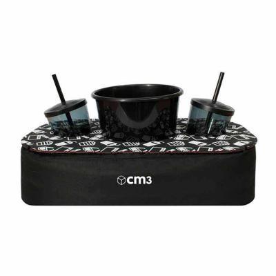 CM3 - Almofada com apoio de madeira, para balde de pipoca e 02 copos. Esse produto contribuirá para promoção e divulgação da sua marca ou evento. Medidas em...