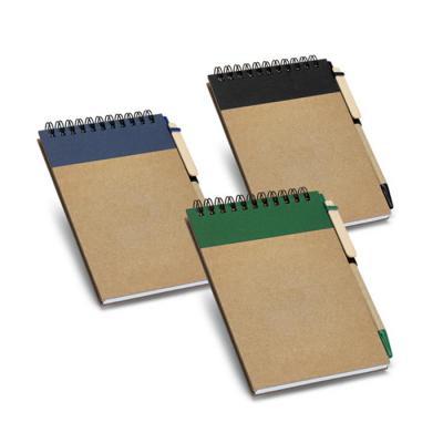 Plus Brindes - Bloco ecológico personalizado de capa dura. Caderno com 60 folhas não pautadas de papel reciclado. Incluso caneta personalizada esferográfica. Medidas...