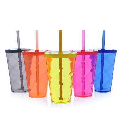 Plus Brindes - O copo tornado com tampa e canudo é uma excelente opção para servir bebidas em geral de forma elegante e prática. Capacidade: 550ml