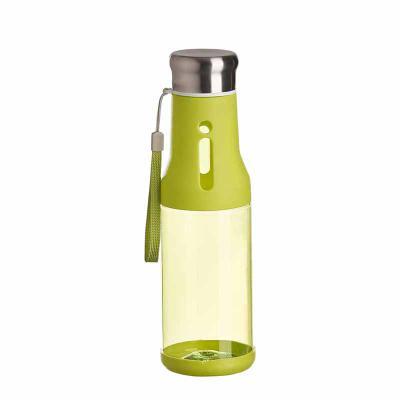 Plus Brindes - Squeeze personalizada feita em plástica, com capacidade de 700ml. Tampa metálica rosqueável a vácuo.  Alças para carregar, prender na mochila e não pe...