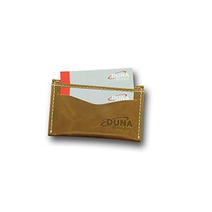 Duna Brindes - Porta-cartões confeccionado em couro legítimo, sintético ou ecológico (recouro), com duas divisórias. Personalizado em baixo relevo com sua logomarca.