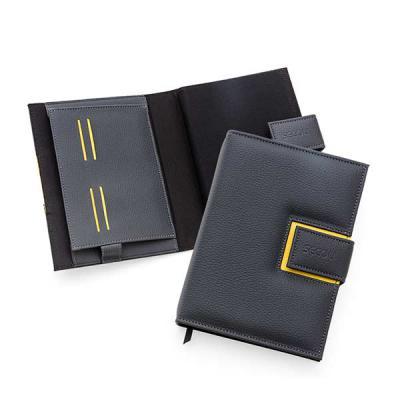 Secoli Brindes - Agenda com capa em sintético, com miolo em brochura, aba porta papéis e porta caneta. Sua marca sempre em evidência!