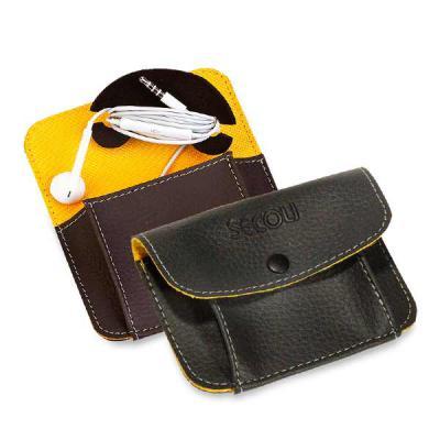 Secoli Brindes - Porta fone de ouvido com base para enrolar o fio do fone e bolso com botão. Encante seus clientes com simplicidade e utilidade!
