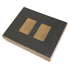Crazy Ideas - Embalagem personalizada em kraft envelhecido, com detalhe em couro sintético preto recortado e berço perfurado com elástico - Medidas: 140 x 110 x 30...