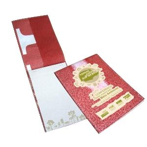 Bloco personalizado com capa de retalhos de banner coloridos e todos diferentes - Medidas: 15 x 21,5 cm.