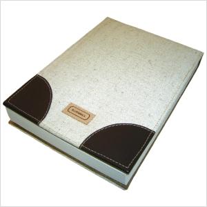 Bloco de Anotações ecológico personalizado, com capa removível em retalhos de couro legítimo - Acompanha bloco com 150 folhas em papel reciclado sem impressão.