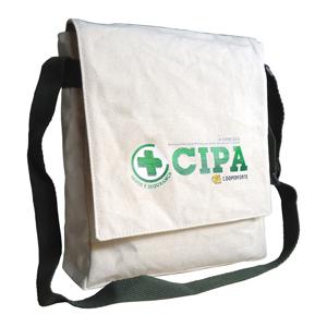 Ecofábrica - Bolsa carteiro ecológica vertical personalizada, em lona de algodão cru (artigo 390 gr / m²) - Fechamento com aba e botão de imã.