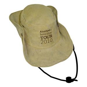 Ecofábrica - Chapéu Australiano, material: lona 100% algodão, carneira em tecido, cordão roliço sintético preto, com regulador de plástico e botões de pressão metá...