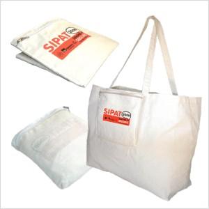 Ecofábrica - Ecobag ou bolsa para brinde em lona de algodão cru (artigo 150 g / m²), dobrável, com duas alças fixas, um bolso frontal com zíper reversível.