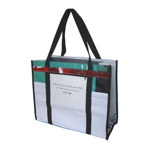 Ecofábrica - Ecobag ou sacola para brinde em retalhos de banner coloridos e diferentes - Com duas alças fixas em cadarço sintético - Acabamento com debrun da mesma...