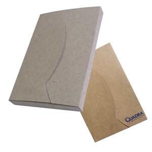Ecofábrica - Embalagem personalizada em papel kraft 420 gramas. Disponíveis para todos os formatos de agendas. Personalização através de serigrafia em 1 x 0 cor.