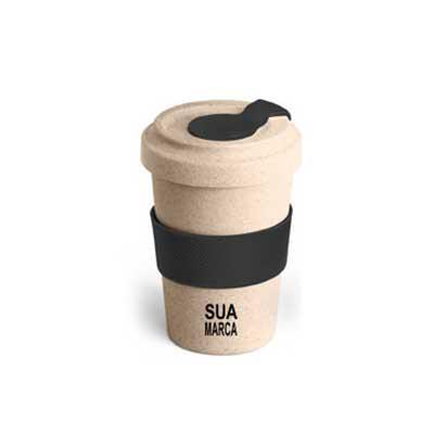 Lamarca Brindes - Copo para viagem. Fibra de bambu e PP. Com banda de silicone e tampa. Capacidade até 500 ml. Food grade. ø95 x 140 mm, 01 cor de gravação.