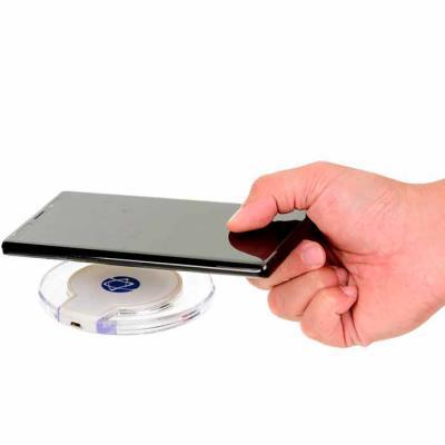 opcao-promocional - Carregador wireless. ABS. Carregamento do dispositivo por indução. Com entrada 5V/2A e potência de carregamento 5W. Incluso cabo USB/micro USB para ca...