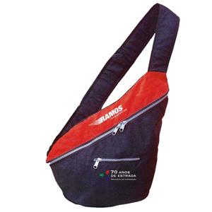 Opção Promocional - Mochila transversal confeccionada em nylon amassado.
