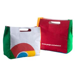 Opção Promocional - Sacola confeccionada em lonita colorida, com alça boca de palhaço, reforço em papelão e gravação em silk. Nas medidas: 32 (larg) x 30 (alt) x 15 (fole...