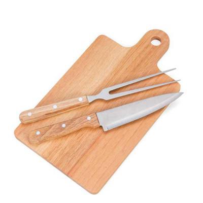 """NTP Brindes - Kit para churrasco com 3 peças:  - Faca de 8"""" - Garfo trinchante e - Tábua  Peças embaladas em caixa de cartão.  COM 01 gravação laser.  Ótima opção d..."""